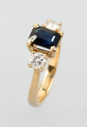14 Kt Gold Ring With Sapphire And Brilliants,