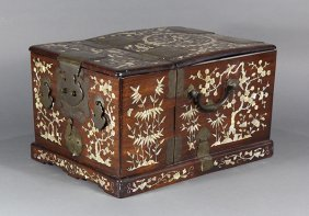 Chinese Mother-of-pearl Wooden Mirror Box