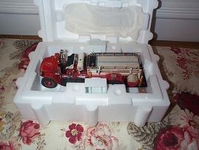 Danbury Mint 1926 Mack AC Rotary Fire Pumper; 1:32