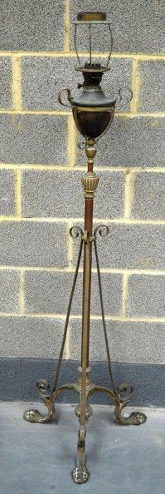 A Victorian Extending Brass Adjustable Floor Lamp In