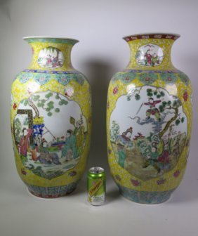Pair Of Chinese Famille Rose Porcelain Vase 19/20th C.