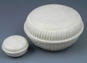 Two Chinese Te Hua Porcelain Boxes, Ming Dynasty, W