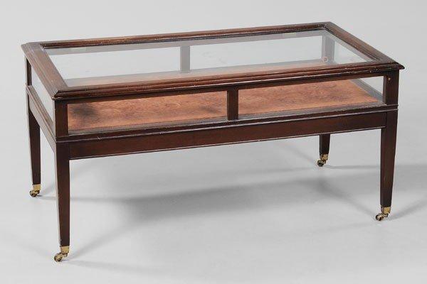 376 Mahogany LiftTop Vitrine Coffee Table  Lot 376 -> Table Centrale Vitrine