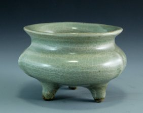 A Southern Song Dynasty Tripod Censer