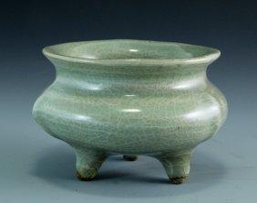 A Guan Ware Celadon Glazed Tripod Censer