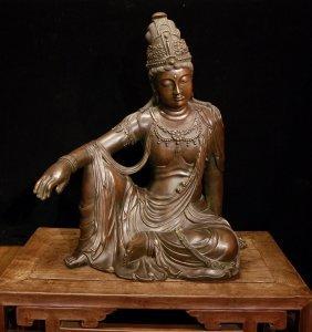 Elegant Ming Dynasty Xuande Bronze Guanyin Figure