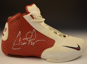 Scottie Pippen Signed Game Worn Shoe