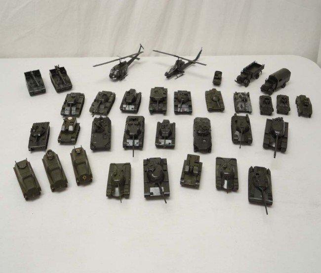Ho scale military tanks