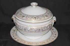 """Wedgwood """"gold Florentine"""" Soup Tureen & Underplate"""