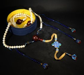 A Set Of Court Beads Of Pearls With Agate