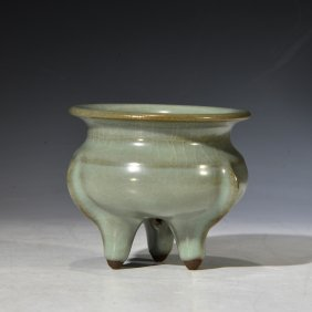 Chinese Song Longchuan Kwan-type Tripod Censer