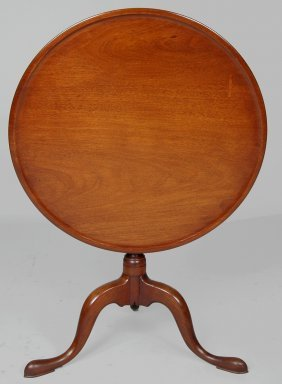 QUEEN ANNE WALNUT DISH TOP TEA TABLE