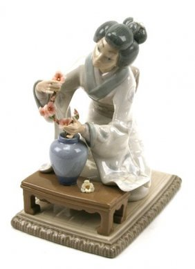 Lladro japanese girl decorating retired figurine lot 33123 - Consider including lladro porcelain figurines home decoration ...