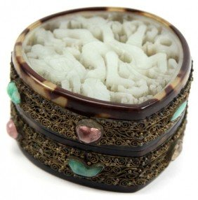 CHINESE 19TH CENTURY JADE INSET TORTOISE SHELL BOX