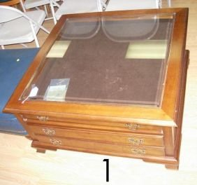 501 thomasville coffee table display case coffee tab lot 501. Black Bedroom Furniture Sets. Home Design Ideas