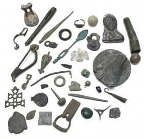 COLLECTION OF ANCIENT ROMAN ARTIFACTS