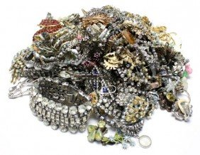 LARGE LOT OF VINTAGE RHINESTONE COSTUME JEWELRY