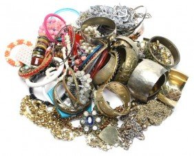 LARGE LOT OF LADIES COSTUME JEWELRY FIVE POUNDS