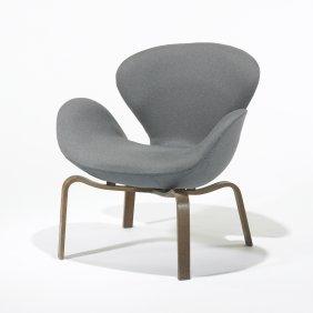 Arne Jacobsen Swan Chair, Model 4325