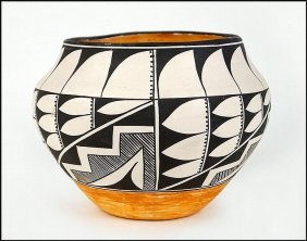 Acoma Pottery Jar, Signed By N.m.e. Peters