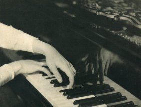Albin-guillot, Laure - Playing Piano