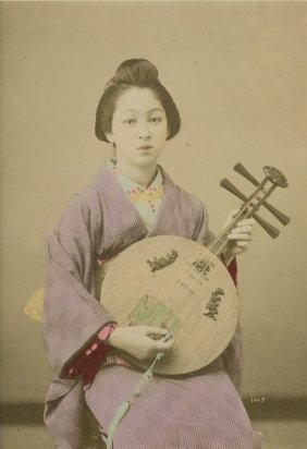 Girl Playing A Gekin