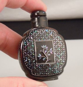 Chinese Snuff Bottle - Black Lacquer Mother Of Pearl