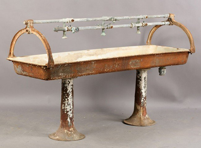 606: VINTAGE CAST IRON MULTI FAUCET TROUGH STYLE SINK : Lot 606