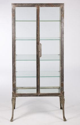 VINTAGE INDUSTRIAL METAL VITRINE CIRCA 1920 : Lot 429