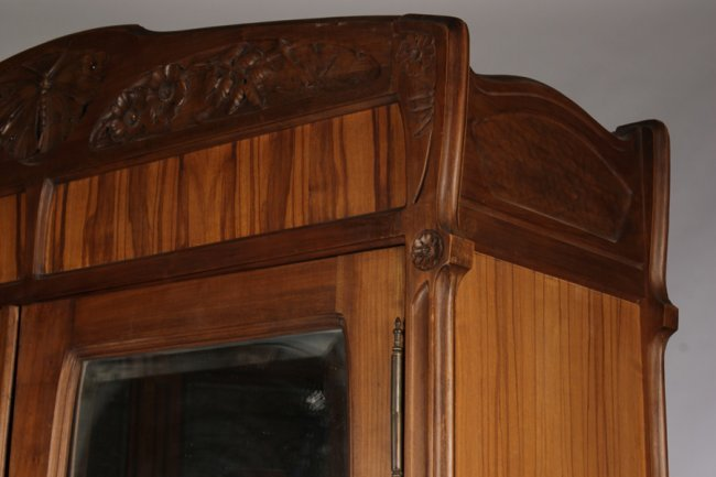 french art nouveau armoire beveled mirrors lot 472. Black Bedroom Furniture Sets. Home Design Ideas