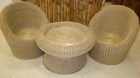 2 Wicker Round Chairs & Side Table