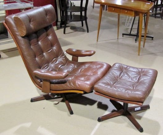 GOTE MOBLER SWEDEN LEATHER LOUNGE CHAIR & OTTOMAN : Lot 266