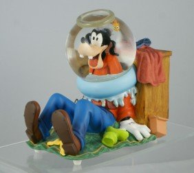 "Goofy With Fish Bowl Musical Snow Globe, ""Mickey"