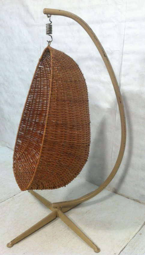 243 70 39 s modern hanging egg chair spring supported lot 243 for Hanging chair spring