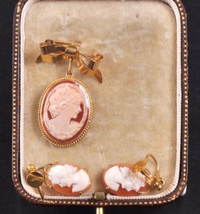 A PAIR OF GOLD AND CAMEO EARRINGS AND PENDANT BROOC