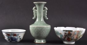 AN EARLY 20TH CENTURY CHINESE GREEN CELADON VASE Be