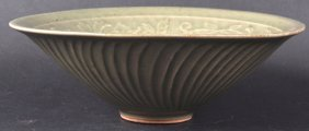 AN EARLY 20TH CENTURY CHINESE GREEN CELADON FLARED