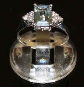 An Aquamarine And Diamond Ring Set In 18ct White Gold.