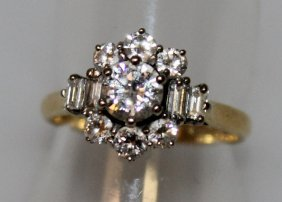 685. A Good Diamond Cluster Ring Set In Yellow Gold.