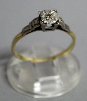 745. A Solitaire Diamond Ring In Yellow Gold.