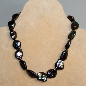 838. A Black Freshwater Pearl Necklace With Silver
