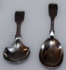 963. A Victorian Fiddle Pattern Caddy Spoon,