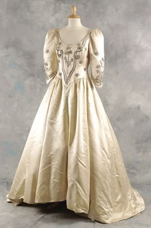 192 sarah ferguson tussauds replica wedding dress lot 192 for Sarah seven used wedding dress