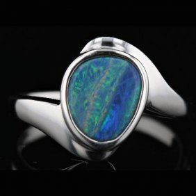 14k White Gold 1.48ct Opal Ring