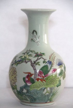 Chinese Famille Rose Procelain Bottle Vase