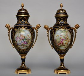 A Pair Of Vases With Cover In Sèvres Porcelain,