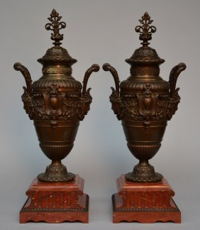 A Pair Of Neoclassical Bronze Vases With Cover On A Red