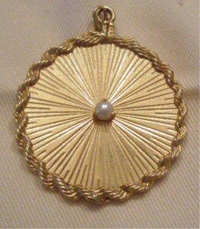 14k Yellow Gold Pendant With Pearl
