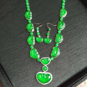 A Set Of 18k Gold Diamond Natural Jadeite Necklace