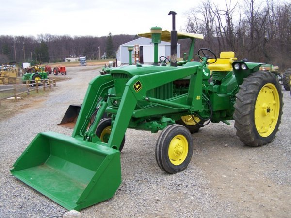 122  John Deere 2510 Wide Front Tractor With Loader   Lot 122